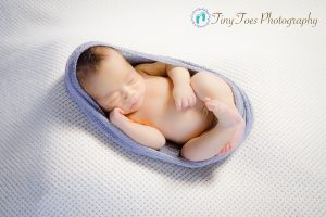 タイニートーズ新生児フォトニューボーンフォト男の子生後2週間