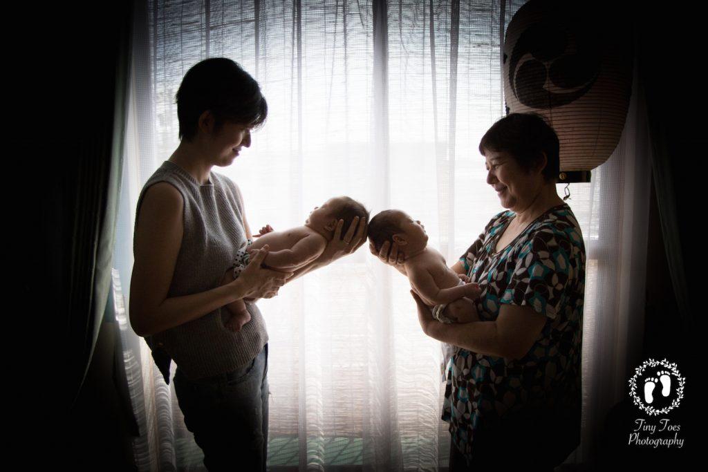 タイニートーズ赤ちゃんニューボーンフォト新生児写真男の子ふたごちゃん