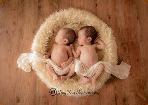 タイニートーズ新生児フォトニューボーンフォトふたご双子生後0ヶ月