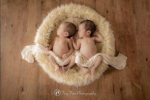 ニューボーンフォトツインズ双子ふたご生後0ヶ月男の子女の子兄弟新生児