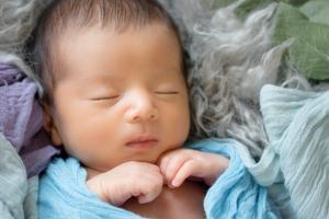 ニューボーンフォト男の子赤ちゃん生後0ヶ月新生児写真新生児フォト